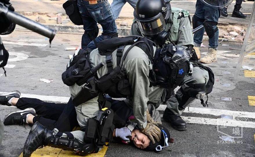 Poliţia don Hong Kong operează arestări