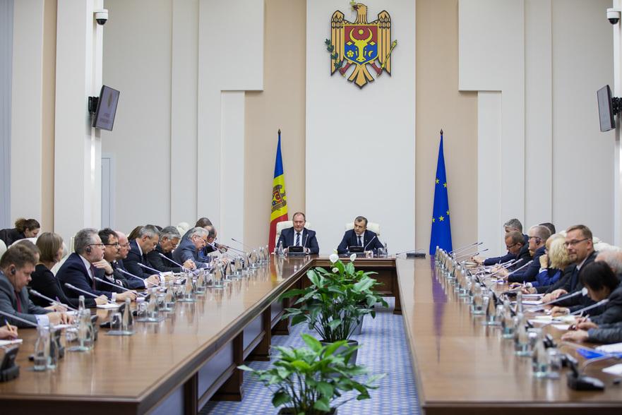 Ambasadorii la întâlnire cu premierul Ion Chicu
