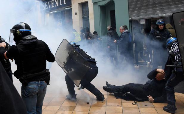 Ciocniri între poliţie şi vestele galbene, 16 noiembrie 2019, Paris
