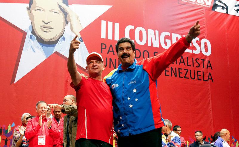Seful spionilor venezueleni Hugo Carvajal, împreună cu preşedintele marxist Nicolas Maduro