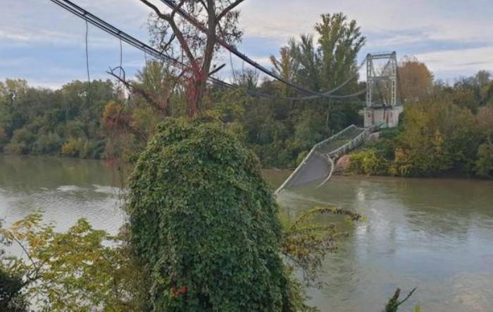 Podul prăbuşit peste râul Tarn, în Toulouse (Franţa)