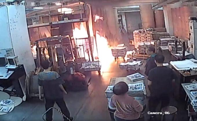 Personal Epoch Times reacţionează în faţa unui incendiu la tipografie, 19 noiembrie 2019
