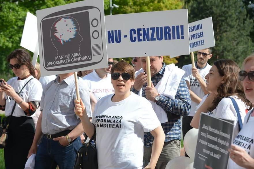 Protest al jurnaliştilor la Parlamentul R. Moldova de ziua presei