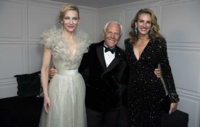 Giorgio Armani împreună cu Cate Blanchett (stânga) şi Julia Roberts (dreapta)
