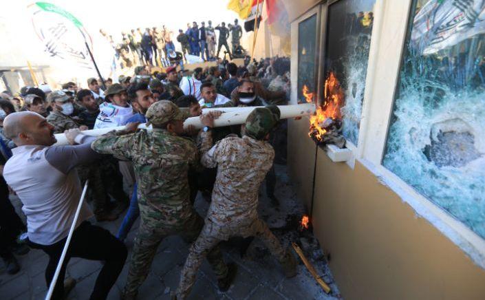 Şiiţi irakieni pătrund în ambasada SUA din Bagdad