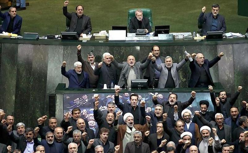 Parlamentul irakian votează expulzarea trupelor americane din Irak, 5 ianuarie 2020