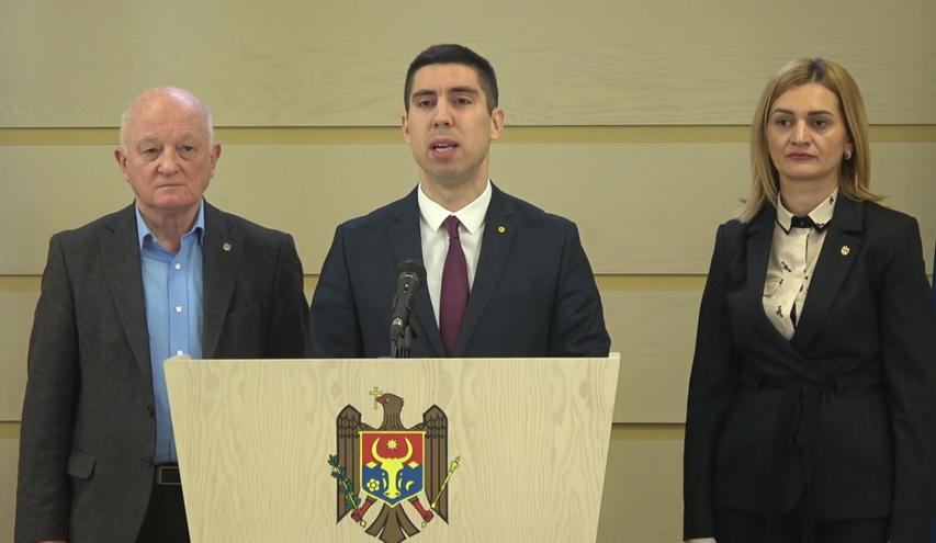 Deputaţii PAS Oazu Nantoi, Mihai Popşoi şi  Doina Gherman