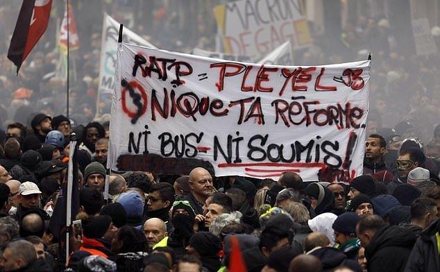 Noi proteste împotriva legii pensiilor în Franţa
