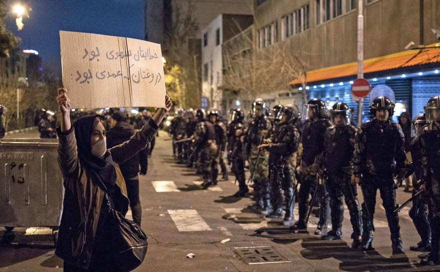 Proteste studenţeşti în Iran, cer demisia liderilor Republicii Islamice după admiterea doborârii avionului de pasageri ucrainean, 12 ianuarie 2020