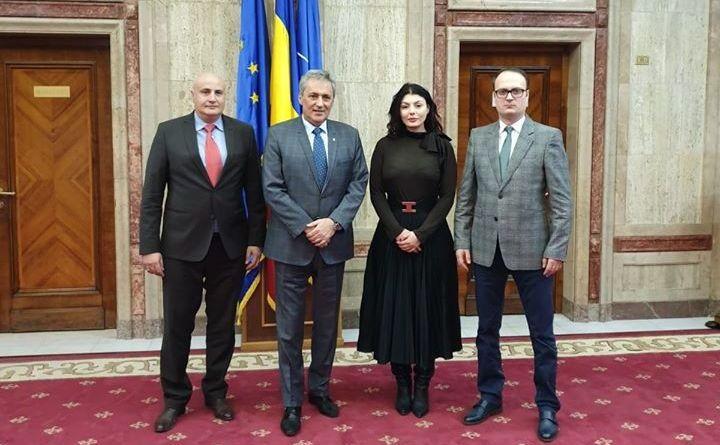 Ministrul de interne Marcel Vela şi Alexandru Cumpănaşu (dr)