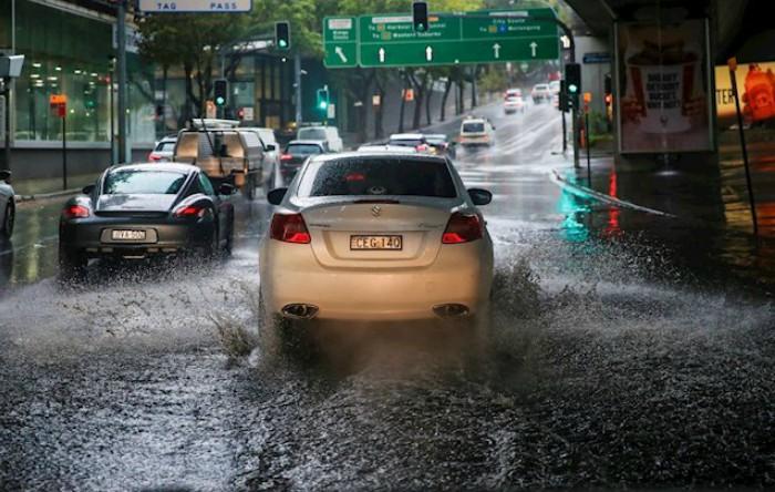 Furtuni violente în Sydney, Australia