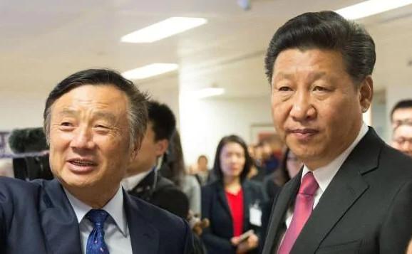 Fondatorul companiei Huawei Ren Zhengfei, împreună cu liderul comunist chinez Xi Jingpin în timpul unei vizite în Londra, 2015