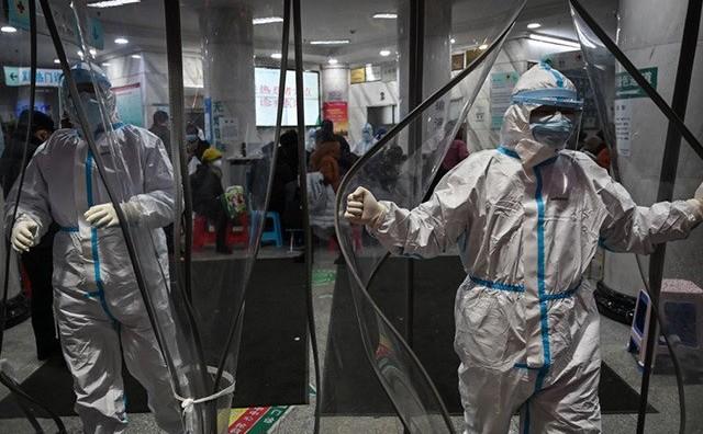 Medici în spitale din China se luptă cu epidemia cauzată de coronavirus Wuhan