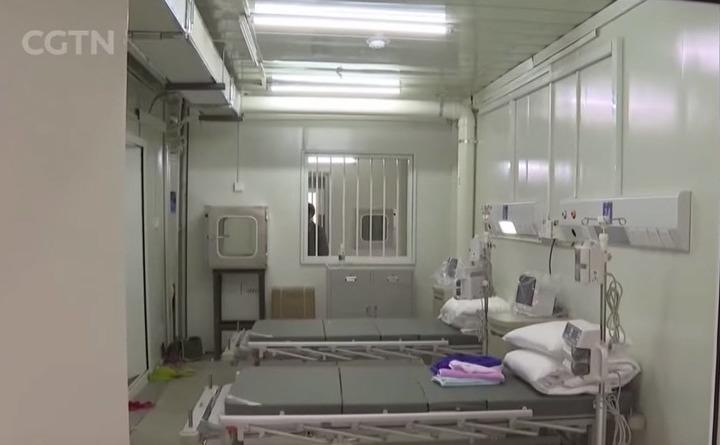 Spitalul nou construit de regimul comunist în Wuhan are bare la ferestre