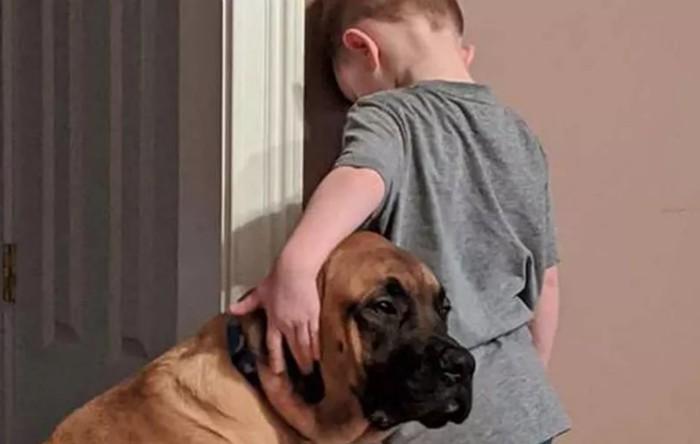 Peyton împreună cu câinele Dash