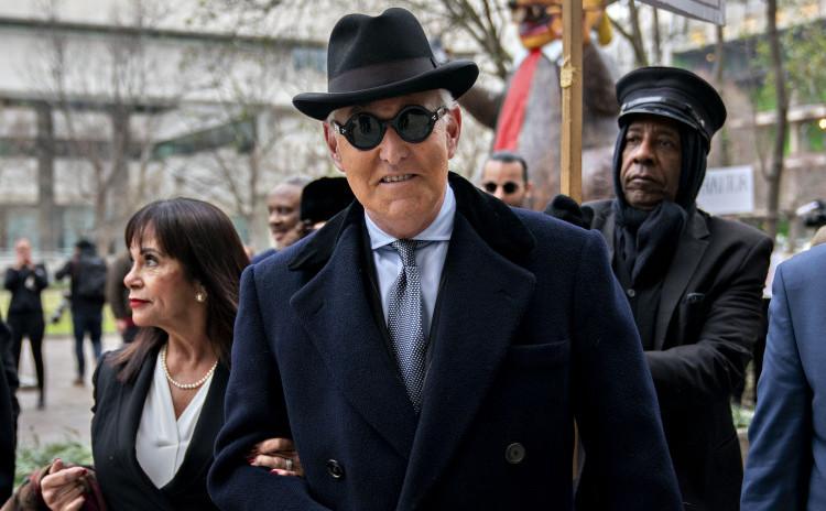 Roger Stone ieşind de la tribunal, 20 februarie 2020