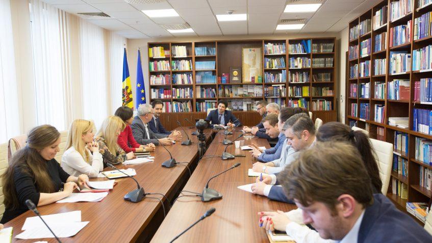 Deputatul PAS, Radu Marian, la discuţii cu câţiva antreprenori