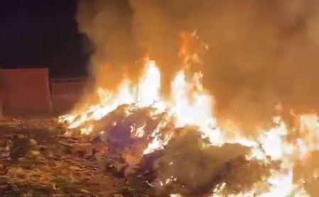 Deseuri arse pe camp
