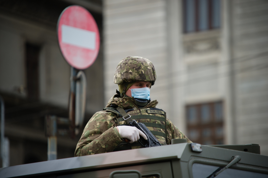 Armata scoasa pe strazi in timpul crizei coronavirus