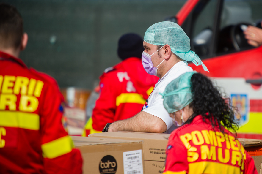 Aprovizionare cu combinezoane la spitalul Floreasca in timpul crizei coronavirus