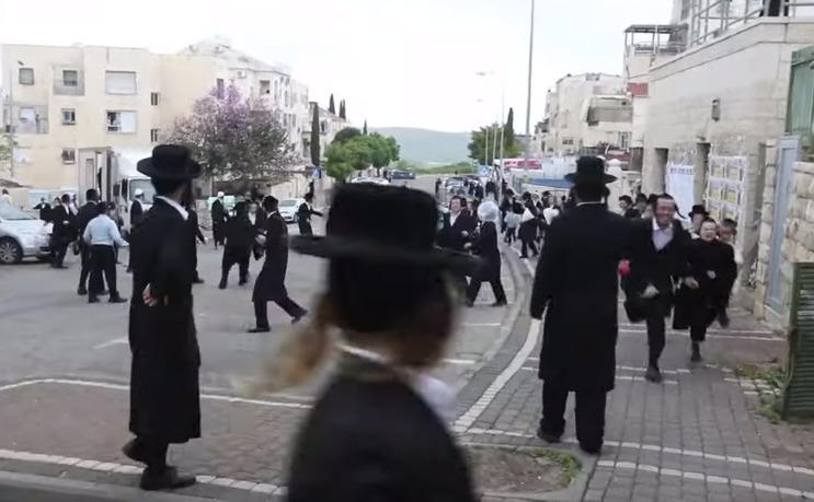 Poliţia israeliană dispersează ultra-ortodoclii din Israel care nu respectă carantina