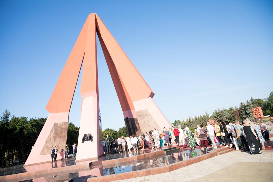 """Memorialul """"Eternitate"""" de la Chişinău"""