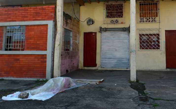 Cadavrele celor morţi în urma infectării cu virusul Wuhan zac pe străzi în Ecuador