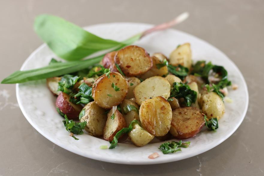 Cartofi noi la cuptor cu leurdă