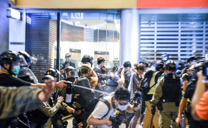 Noi proteste în Hong Kong, aniversează 1 an de război urban împotriva Chinei comuniste