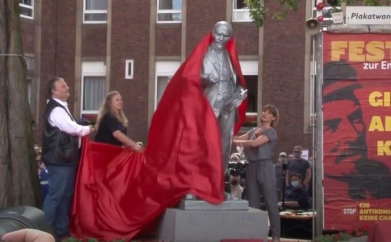 Statuie a lui V. I. Lenin