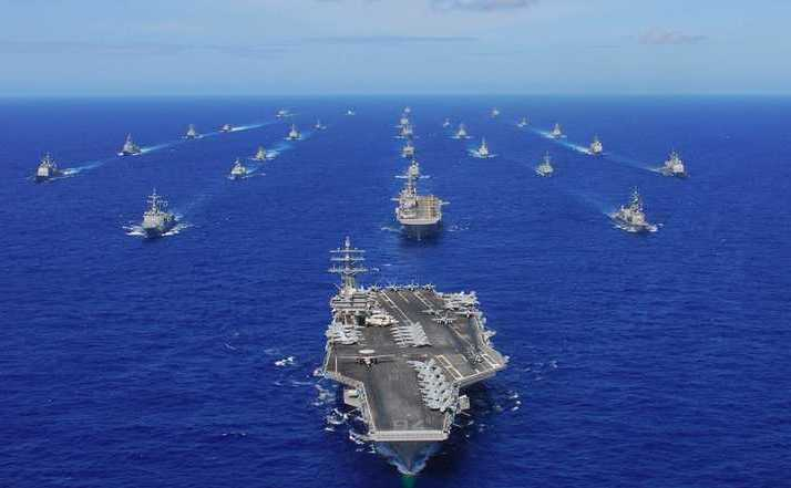 Portavionul american USS Ronald Reagan şi grupul de nave de sprijin