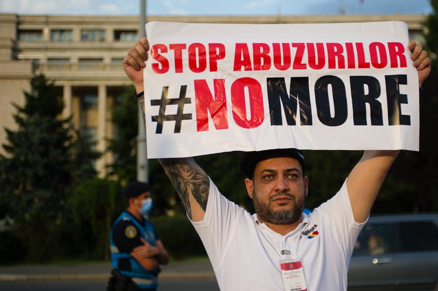 Protest in Piata Victoriei in timpul starii de alerta