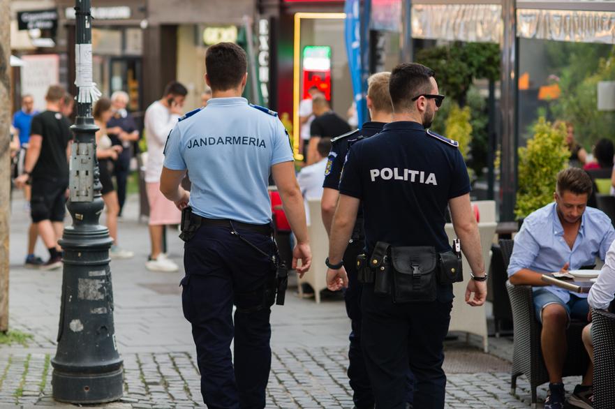 Politia si jandarmeria patruleaza centrul vechi in Bucuresti, in timpul crizei coronavirus, starea de alerta