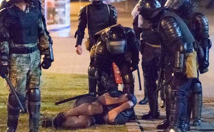 Ultimul dictator al Europei, Alexander Lukașenko, intervine brutal împotirva protestelor pro-democraţie