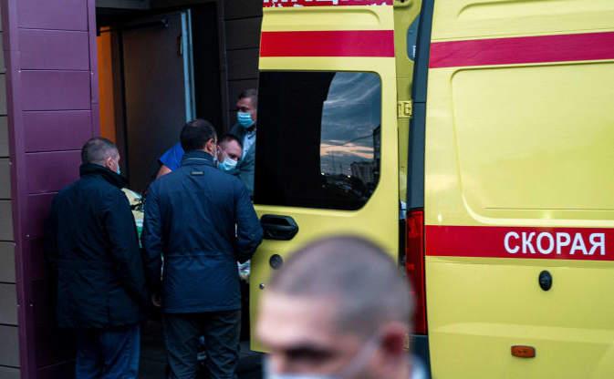 Alexei Navalnîi îmbarcat într-o ambulanţă la Spitalul de Urgenţă nr 1 din Omsk pentru a fi dus la Berlin