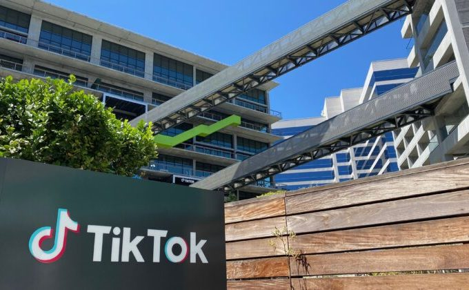 Logoul companiei Tiktok în Culver City, Los  Angeles