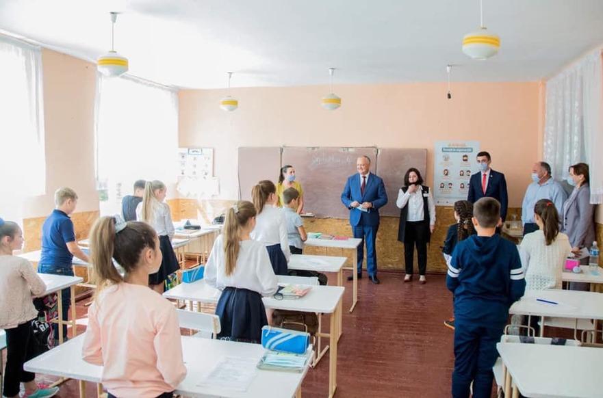 """Igor Dodon la Gimnaziul """"Viorel Cantemir"""" din satul Sofia, pe timp de pandemie"""