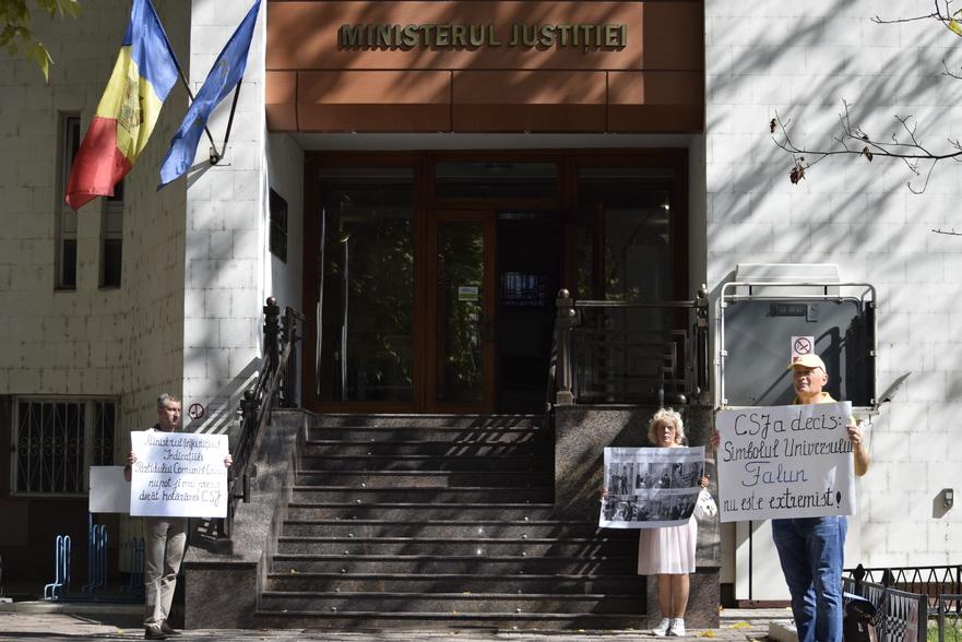 Practicanţi Falun Gong din RM la Ministerul Justiţiei