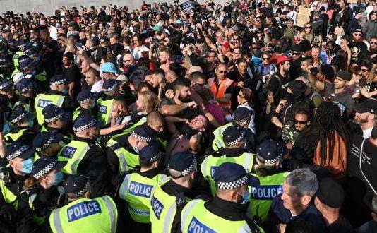 Miting masiv împotriva blocajelor anti-COVID la Londra