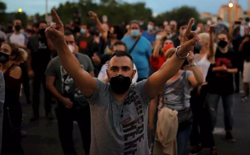 Noi demonstraţii împotriva blocajelor generate de pandemia virusului Wuhan la Madrid