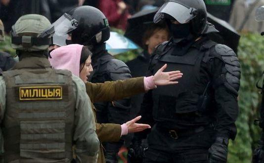 Bielorusia anunţă că va folosi muniţie de război împotriva protestatarilor