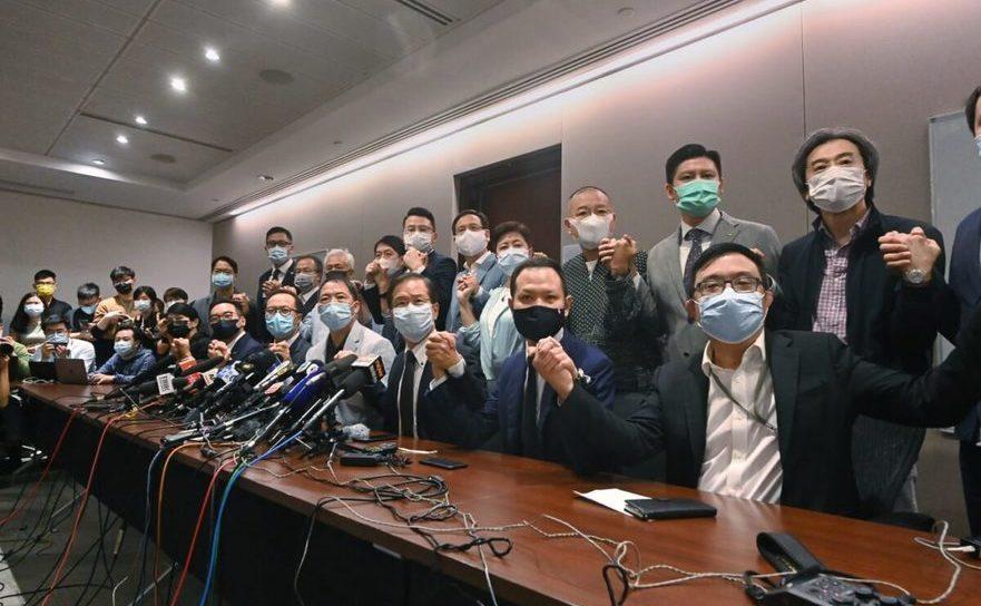 Parlamentari pro-democraţie din Hong Kong la o conferinţă de presă pe 11 noiembrie 2020