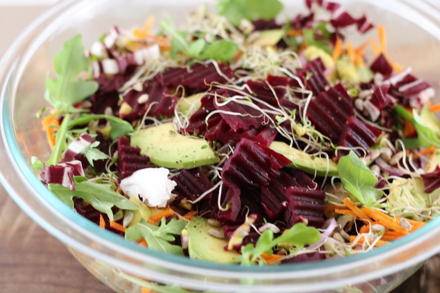Salată de sfeclă roşie cu avocado