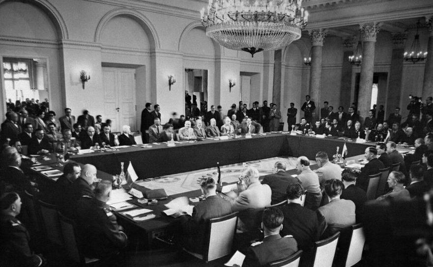 Conferinţa care a avut loc pe 13 mai 1955 la care ţările blocului comunist au semnat acordul cunoscut sub numele de Pactul de la Varşovia