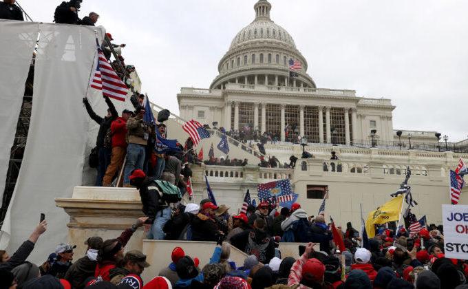 Protestatari la mitingul din faţa clădirii Capitoliului din Washington, 6 ianuarie 2021