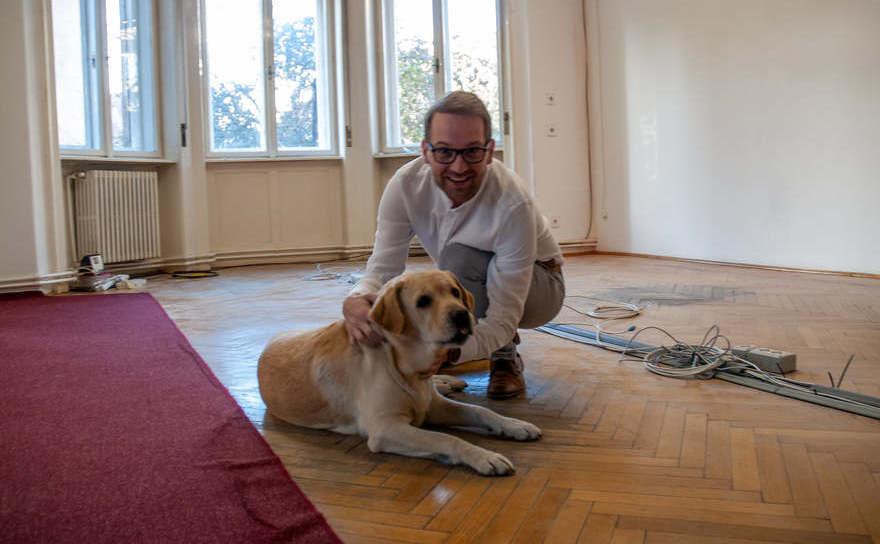 Primarul Dominic Fritz şi căţelulLexie