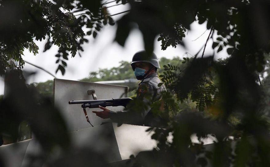 Armată pe străzile din Birmania