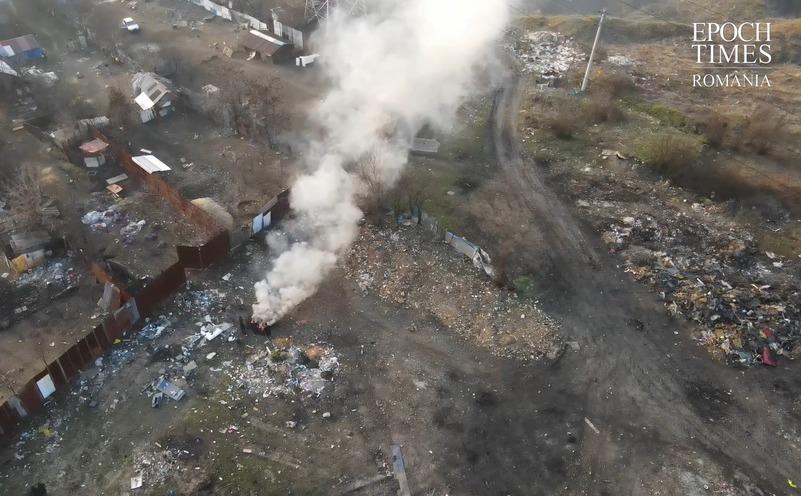 Focuri si gunoaie in satul Sintesti