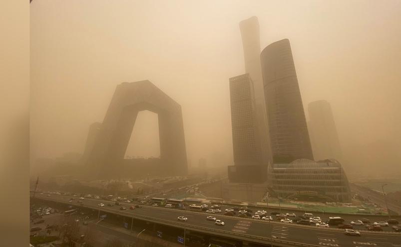 Beijing-ul lovit de o furtună masivă de nisip şi praf