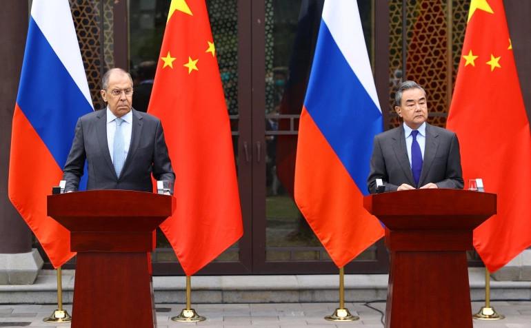 Serghei Lavrov împreună cu omologul său chinez Wang Yi